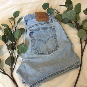 Levi's   Vintage High Waisted Mom Shorts H160